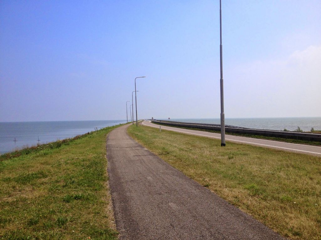 Bike lane houtribdijk