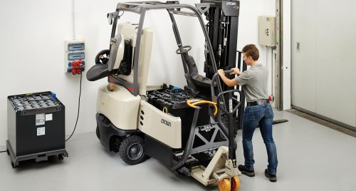 small resolution of forklift battery power