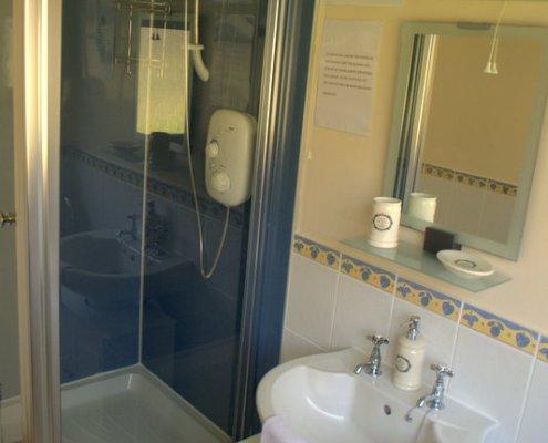Lodge 3 shower