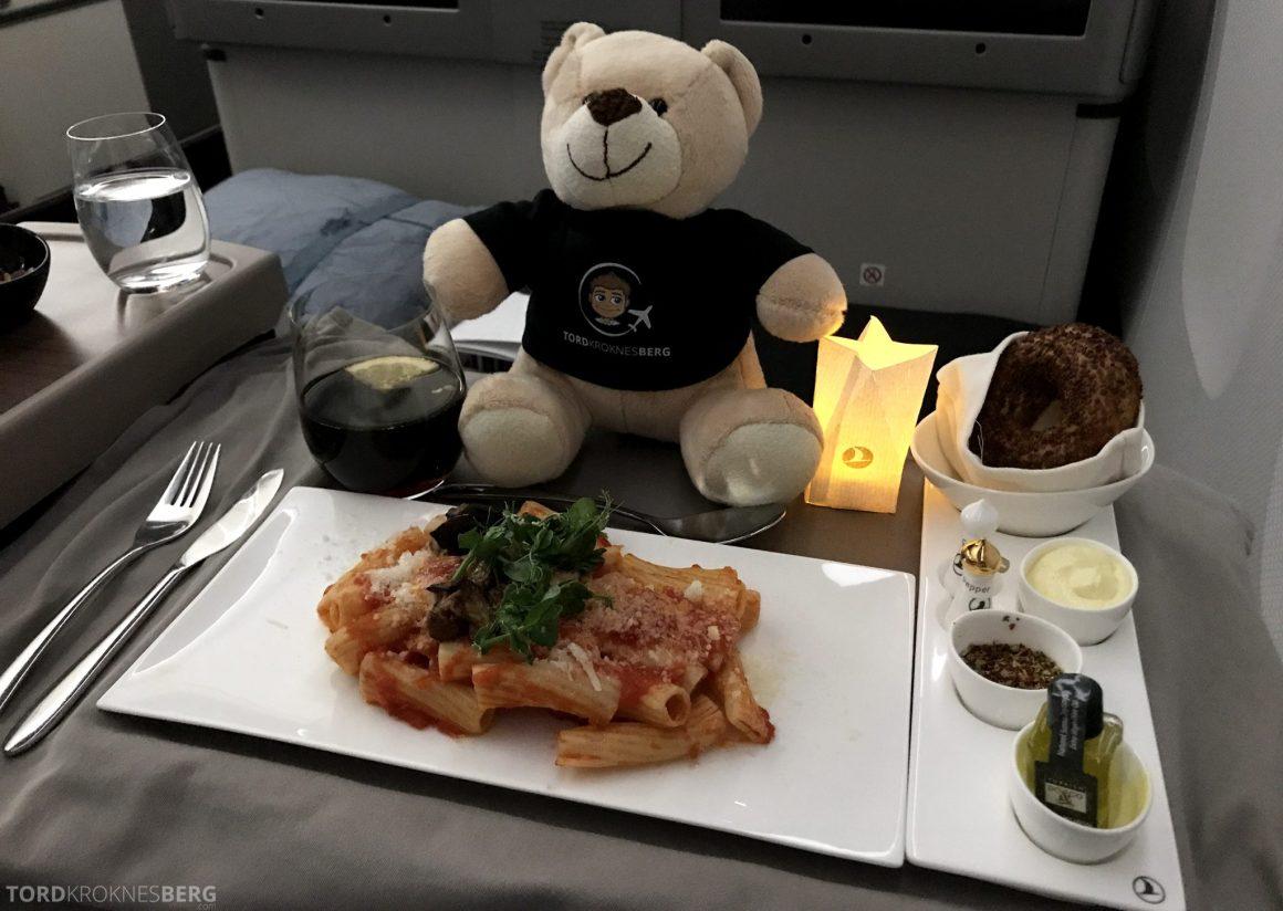 Turkish Airlines Business Class Istanbul Jakarta reisefølget hovedrett