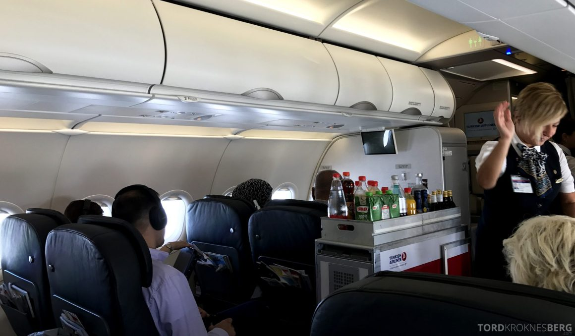 Turkish Airlines Business Class Oslo Istanbul drikketralle