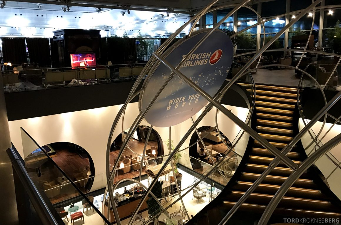 Turkish Airlines CIP Lounge Istanbul trapp