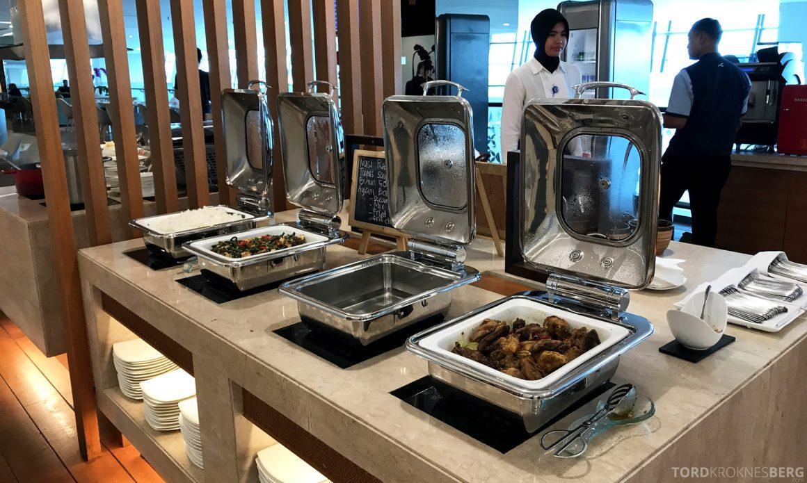 Garuda Indonesia Domestic Lounge Jakarta buffet varmmat
