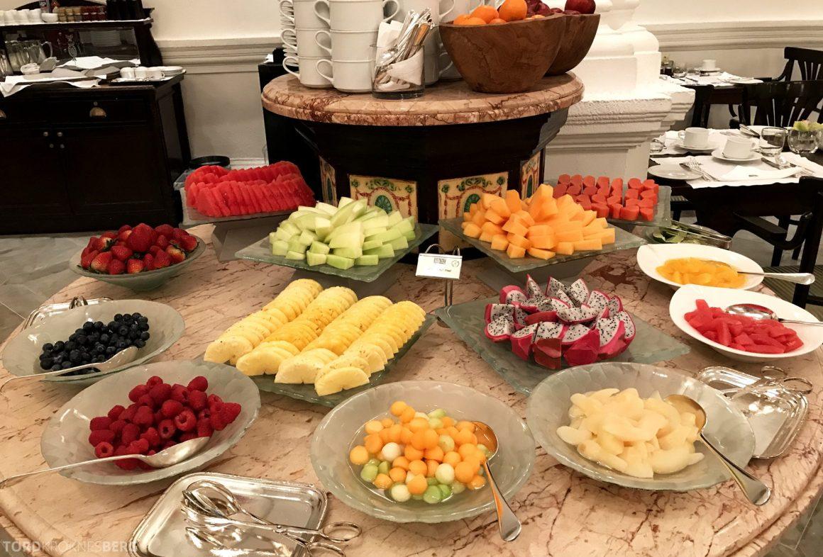 Raffles Hotel Singapore fersk frukt frokost