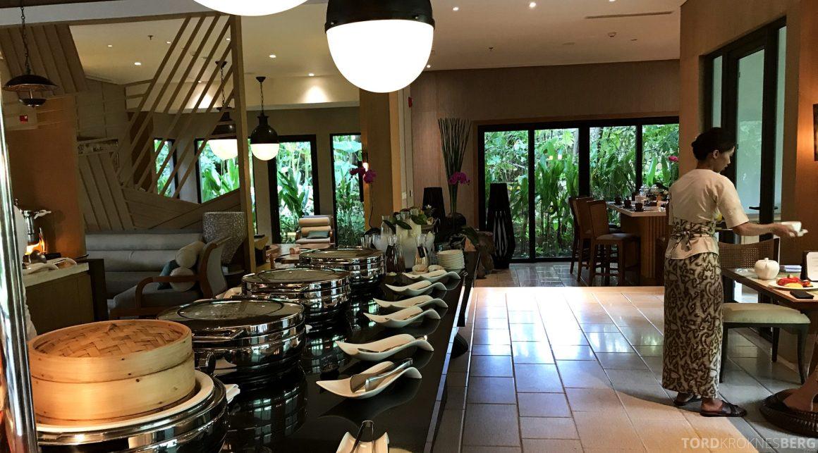 Ritz-Carlton Bali Club Lounge frokost varmmat