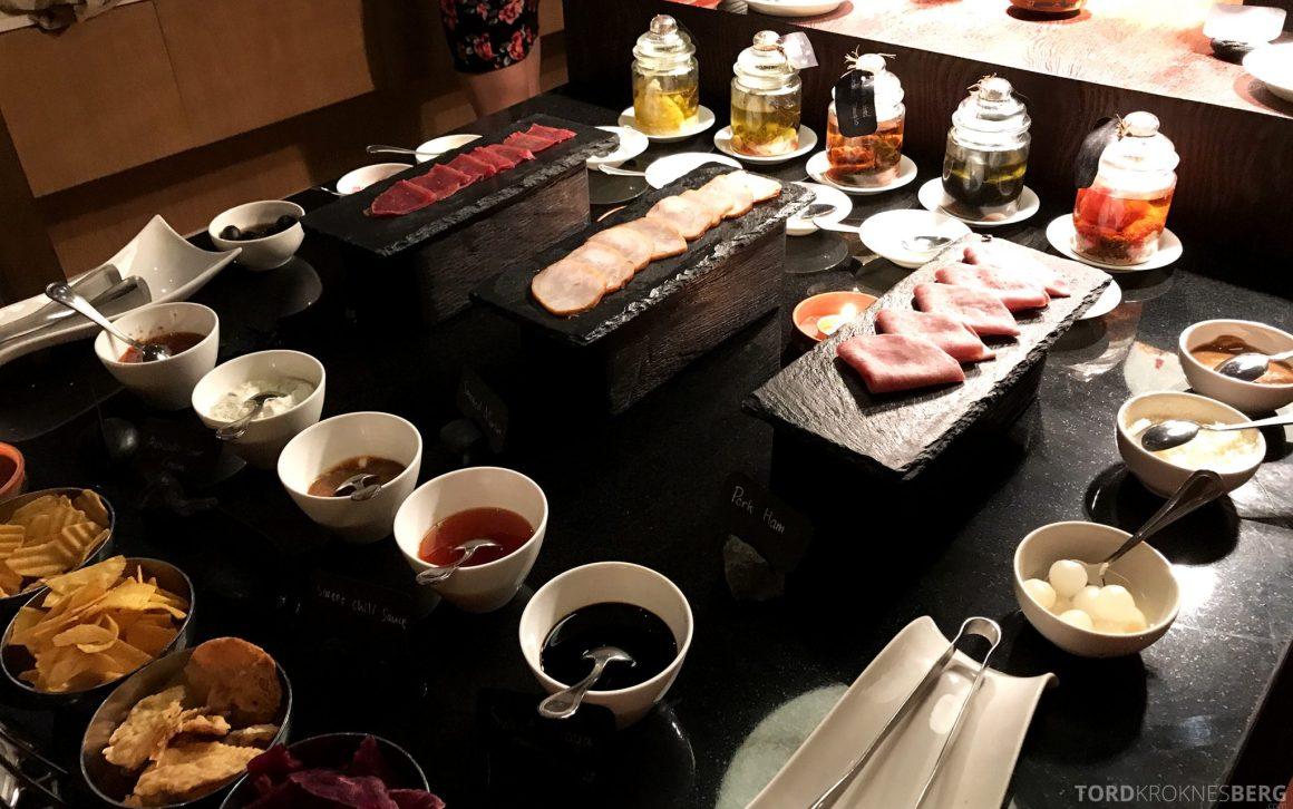 Ritz-Carlton Bali Club Lounge hors d'oeuvre buffet