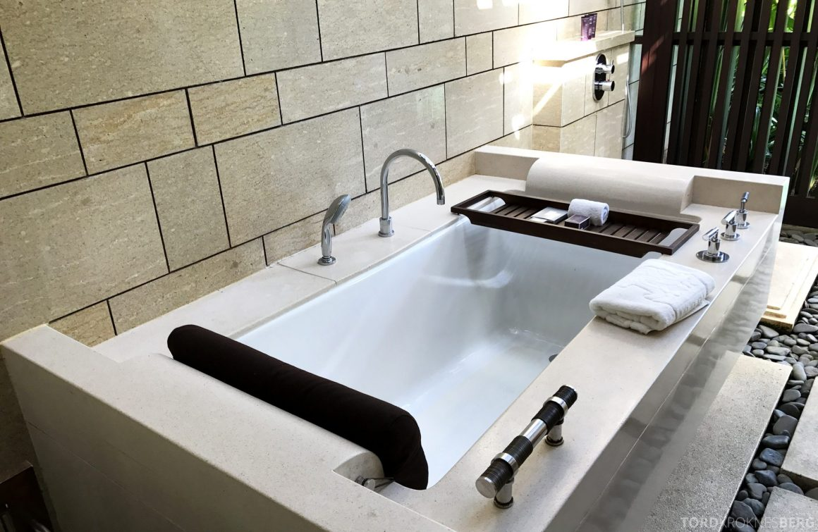 Ritz-Carlton Bali pavilion suite badekar