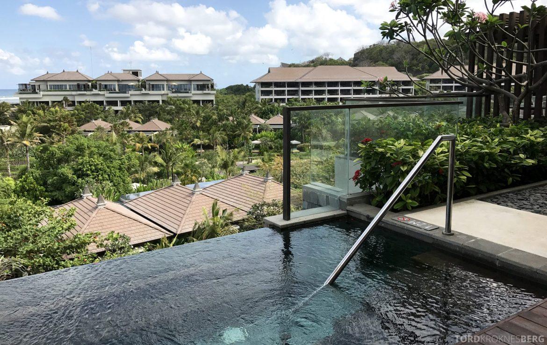 Ritz-Carlton Bali Suites sky villa basseng