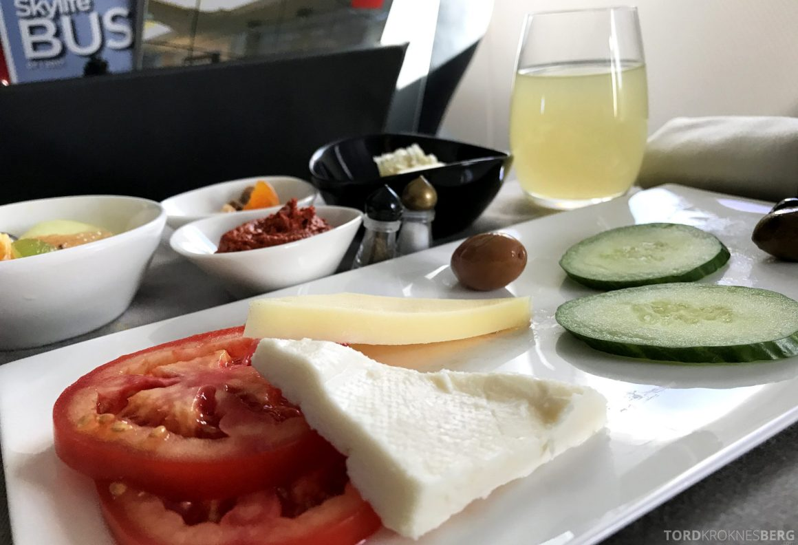 Turkish Airlines Business Class Istanbul Oslo frokost