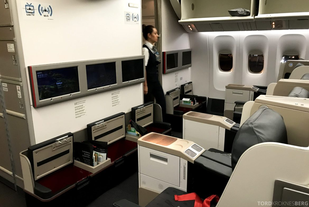 Turkish Airlines Business Class Jakarta Istanbul kabin