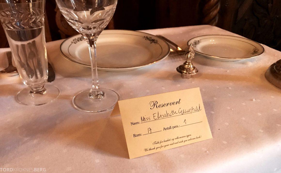 Dalen Hotel Telemark English lady bord