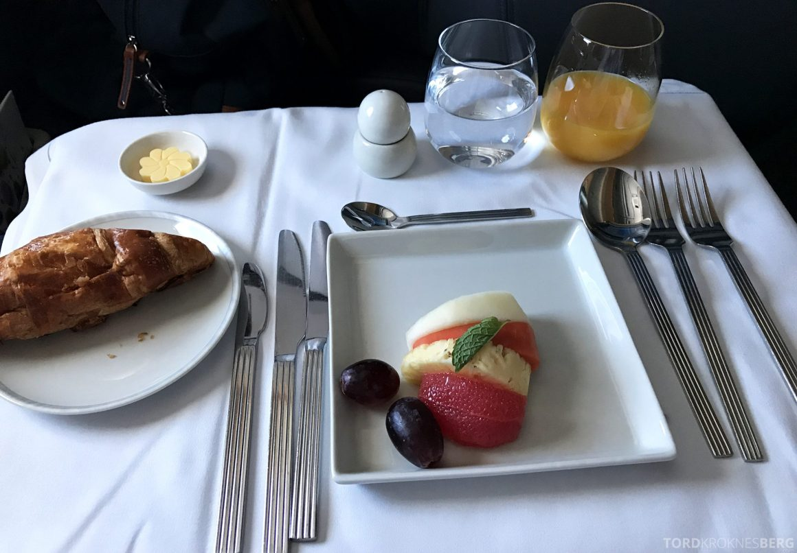 Singapore Airlines Business Class Moskva Stockholm frokost