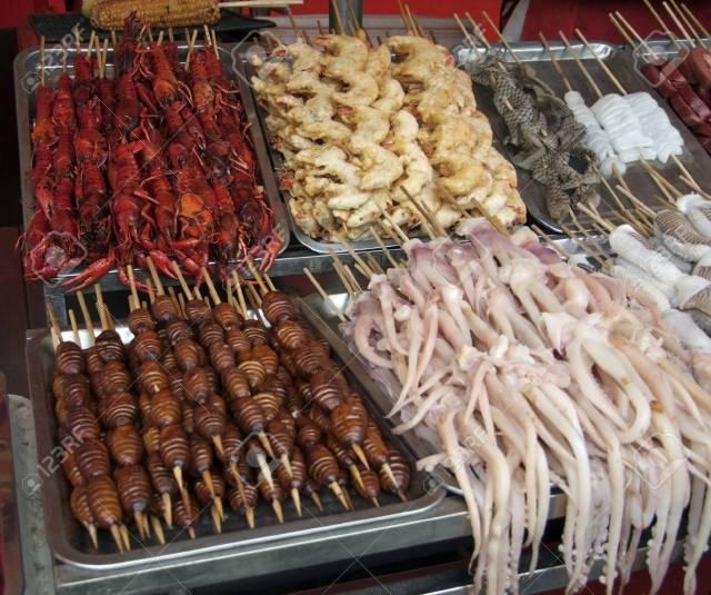 11014522-北京-(中国)-で奇妙な食品の多くが付いて、中国市場の屋台の詳細
