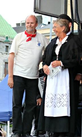 Ludvig Daae Lampe og Anne Grethe Aase Eide på scena ved dagens start