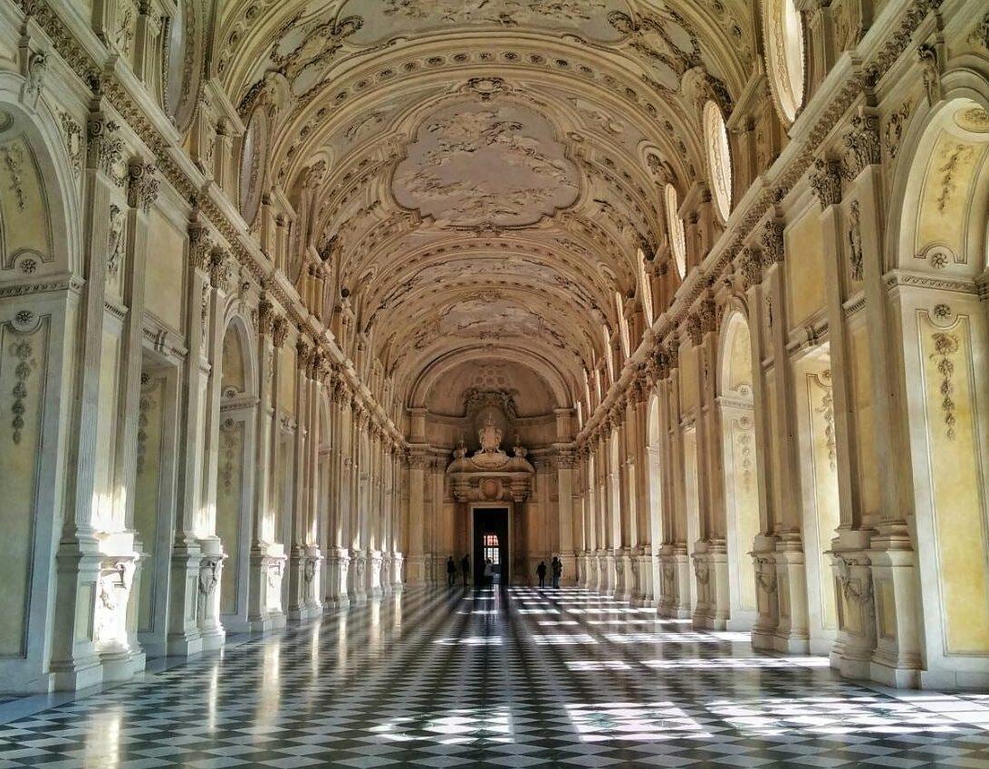 トリノの世界遺産|「ヴェナリア宮殿」ため息の出る程美しい廊下を歩く