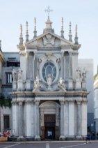 Facciata della Chiesa di Santa Cristina. Chi usciva da Torino in direzione sud, si trovava a passare nella strettoia di una doppia benedizione, quella paterna di san Carlo e quella materna di santa Cristina, patrona di Madama reale
