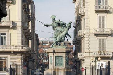 Ferdinando di Savoia, Duca di Genova, in piazza Solferino