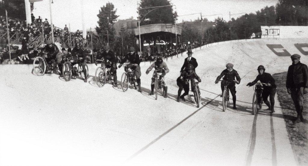 Gara motociclistica al motovelodromo di Torino