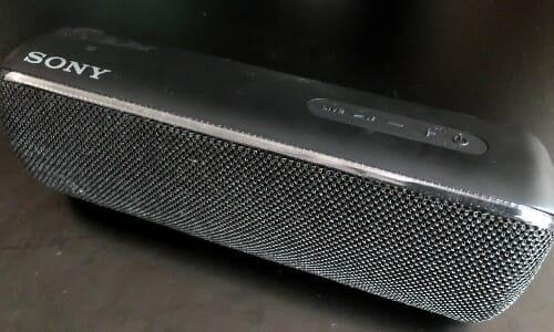 『SONY SRS-XB32 レビュー』有線でもBluetoothでも使えて、持ち運べる高音質スピーカー…!