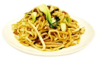 ▲Stir Fried Shanghai Noodles w/ Chicken & Shrimp 日本で食べる普通の焼きそばと大きく違う上海焼きそば。特徴は太めの丸い麺をまず茹でて、そのあと中国醤油を絡めて炒めていきく。なので食感はすごくモチモチしており、食べ応えも満点。使われている醤油は濃い味の割りに塩分が少なめなのでお年寄りや小さい子も食べやすい、老若男女に愛される麺料理。家族で是非。 Lee Garden Restaurant 331 Spadina Ave. / 416-593-9524 leegardenspadina.ca