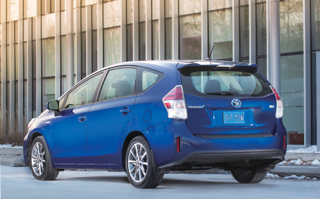 2015-prius-v-technology-package-01