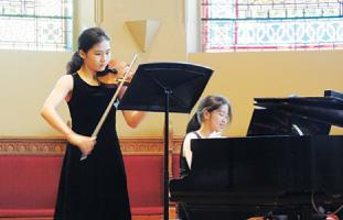 ベートーベン・ヴァイオリンとピアノの為のソナタを演奏するRuth Kimさん(バイオリン)と坂田尚子さん(ピアノ)