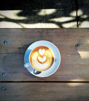 パティオで飲むコーヒーはまた格別
