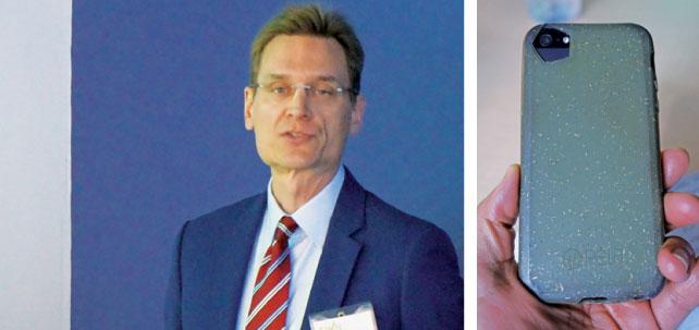 (左)サスカチュワン州のバイオサイエンス産業について説明するBrad Blyさん (右)バイオサイエンス産業の成功例として紹介された生分解可能なiPhoneケース