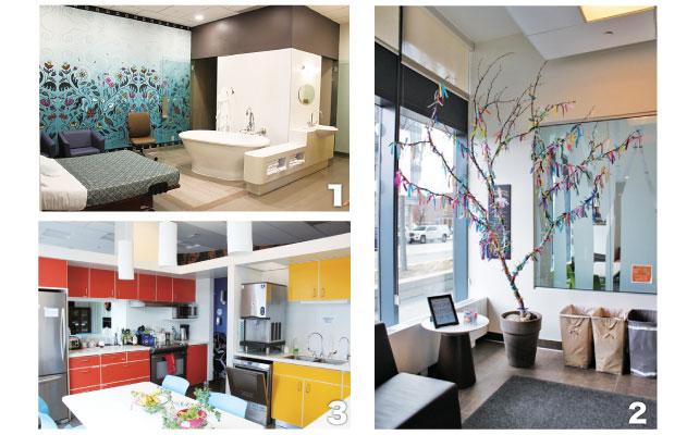 1. 広々とした個室は妊婦さんのことを考えてデザイン・レイアウトされている 2. 2014年にオープンしてから生まれた子供の数だけリボンが結ばれている 3. 共同キッチンでは好きな飲み物や食べ物を準備できる