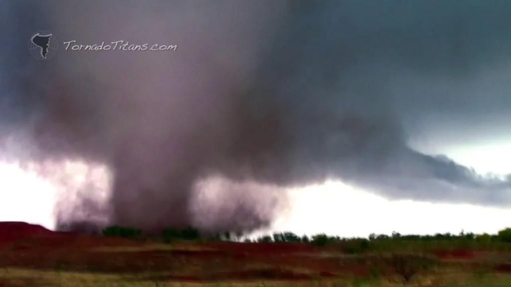 November 7, 2011 Storm Chase | Close Range Manitou, OK Tornado!