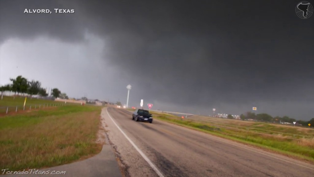 May 15, 2013 Storm Chase | Tornadic Supercells Across North Texas!