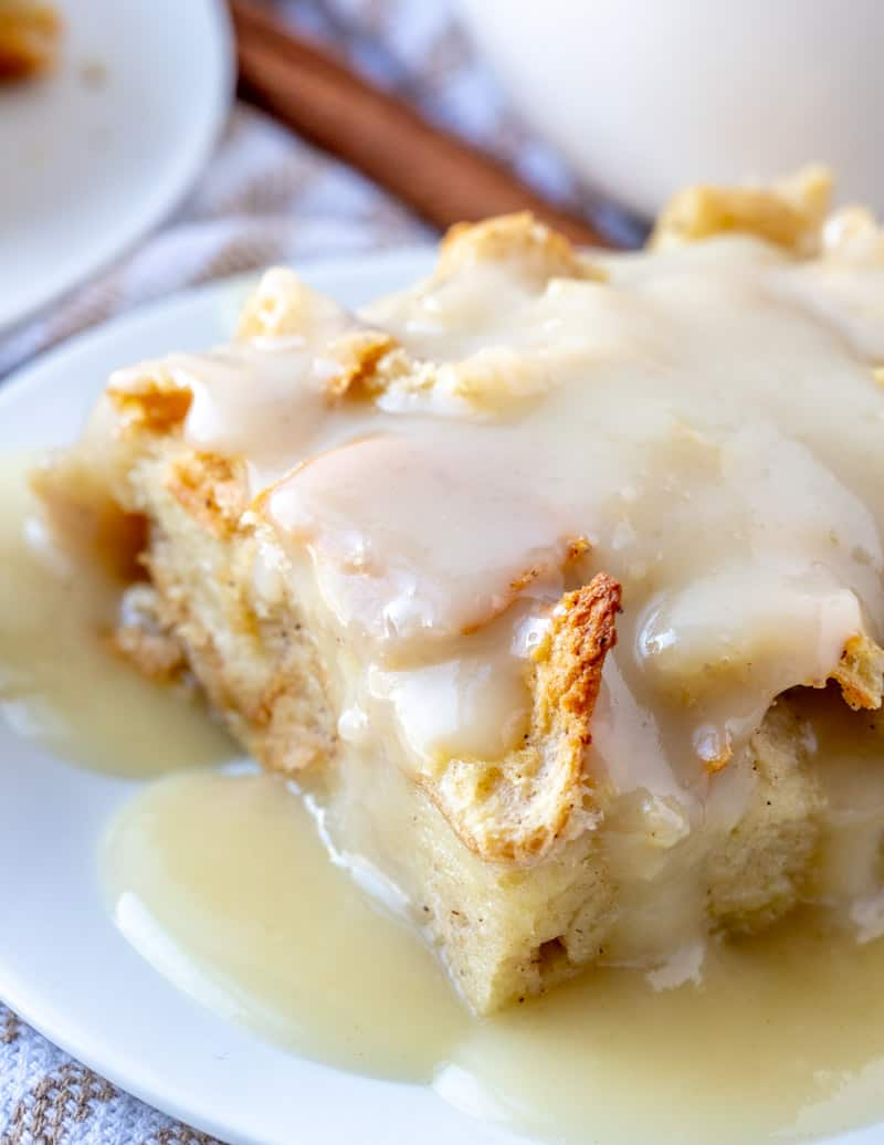 close up picture of bread pudding