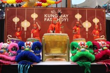 The opening ceremony with the deep sound of thunder drums caught the shoppers attention.