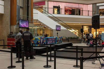 At 10:30 a.m. the mall was already ready to host the dancers.