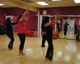A warm-up led by Sheetal Suzanna before classes begin.