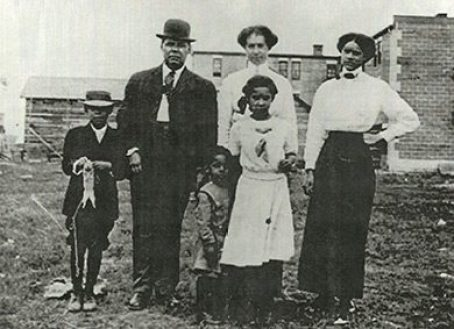 A farming family in Vulcan, Alberta, c. 1903