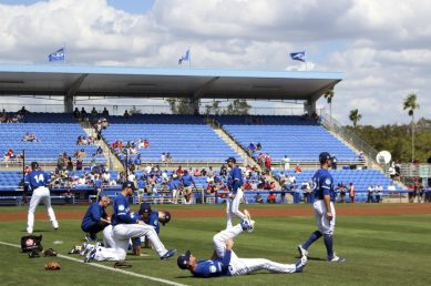 The Toronto Blue Jays are warming up for their matchup against Team Canada at Florida Auto Exchange Stadium. (Minnia Feng photo)