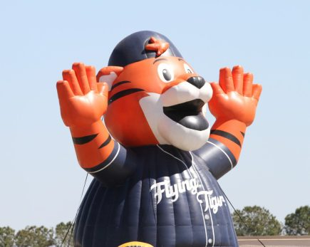 A giant Tigers blow-up mascot hovers over the right-centrefield wall. The mascot is for the Lakeland Flying Tigers, the Detroit Tigers Single-A affiliate. (Nikolas Marsiglio photo)