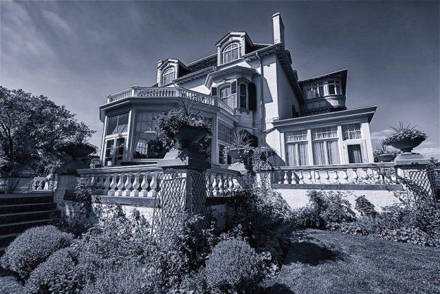 Spadina House