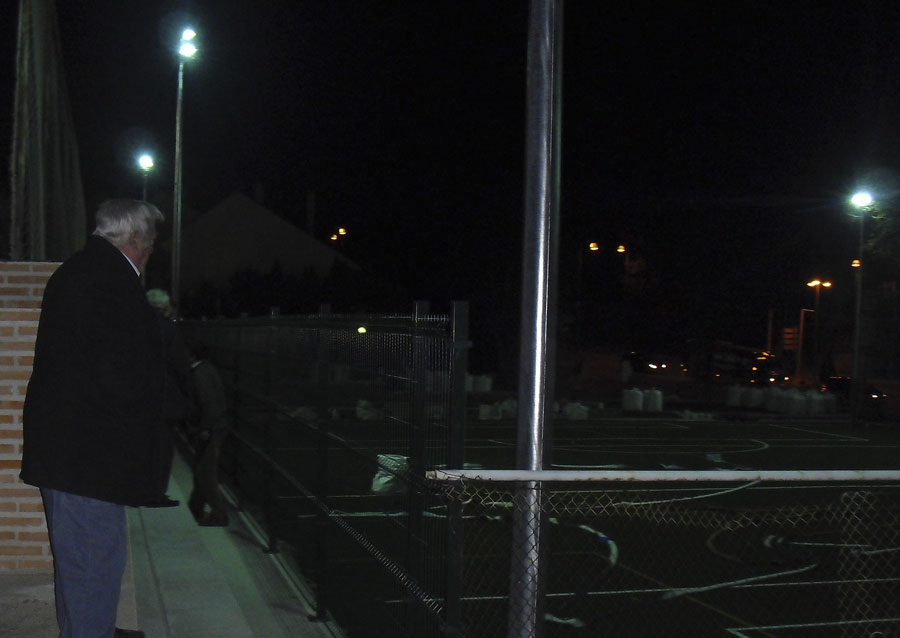 Concejal de Deportes, después de comprobar la iluminación de los nuevos campos