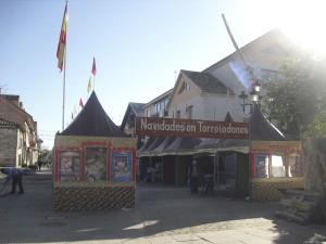 Mercadillo Navideño en la plaza del pueblo en Torrelodones