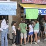 Junto a la Papelería El Bulevar de Verónica, vendían Tortitas para ayudar a Lorca