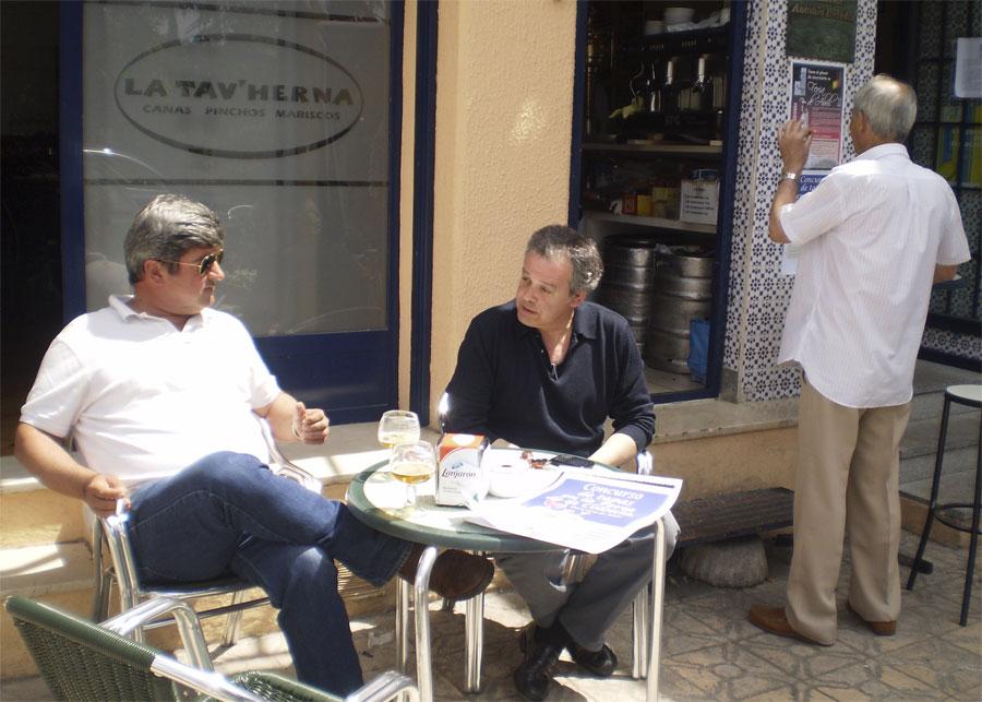 Habitués de la Peña, junto a Andrés en La T'vHerna