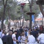 Asistentes a la Fiesta del PP de Torrelodones en el Parque JH