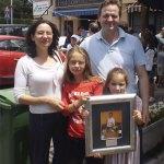 Javier de El Torreón, ganador del Concurso de Tapas de la colonia de Torrelodones, junto a su familia
