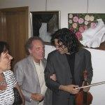 El virtuoso de la viola, Yuval Gotlibovich, es felicitado al finalizar el concierto