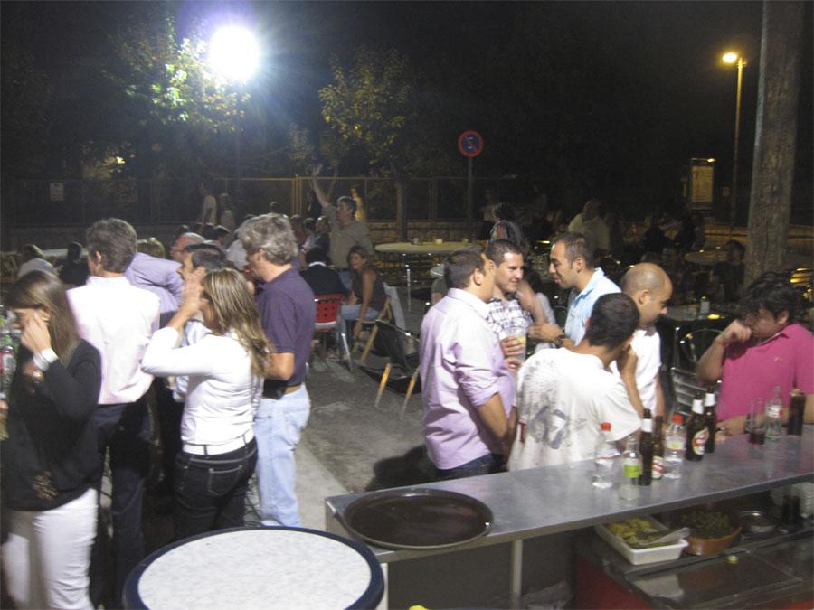 La calle Agapito Martínez, convertida en una terraza, rebosando de gente