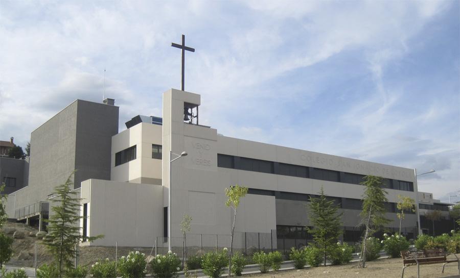 Cruz de la nueva Capilla del Colegio San Ignacio de Loyola de Torrelodones bendecida por el Papa Benedicto XVI