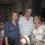 Tres de los integrantes de la magnífica coral parroquial de San Ignacio de Loyola de Torrelodones