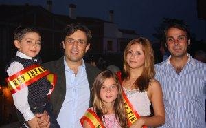 El Alcalde de Galapagar y el Concejal de Festejos con los Reyes de las Fiestas